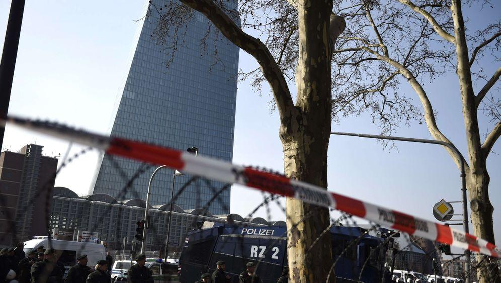 Eröffnung der EZB-Zentrale: Banker im Glaspalast