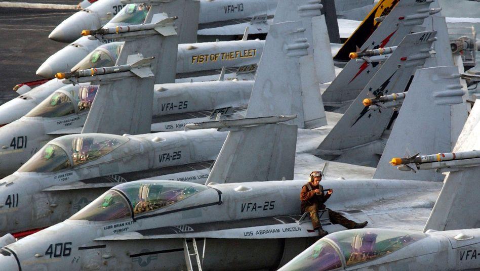 Geparkte F/A-18-Jets