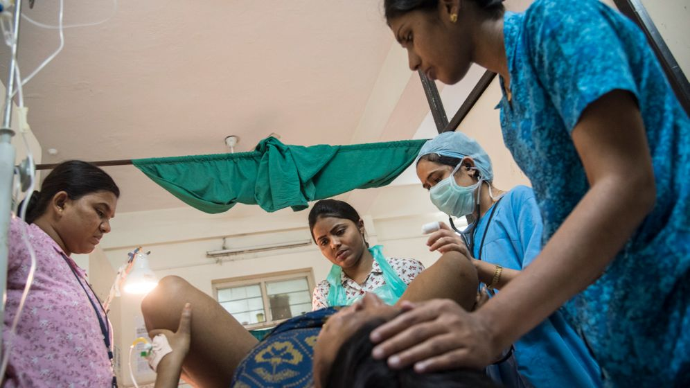 Hebammen in Indien: Wie ein neuer Beruf die Müttersterblichkeit senken soll