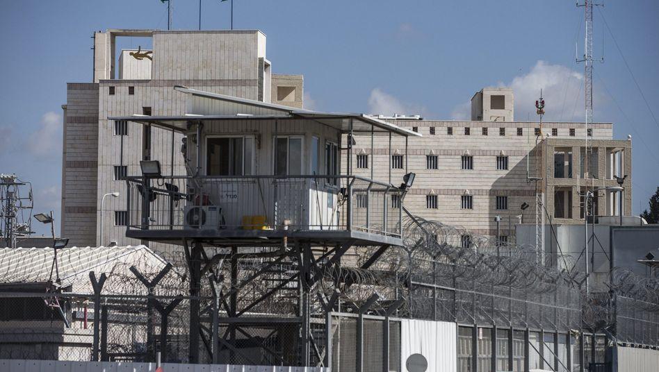 Ajalon-Gefängnis bei Tel Aviv: Wer ist der Mann in Zelle 13?