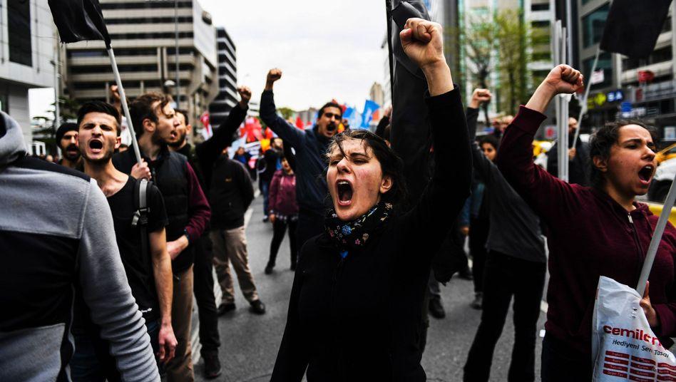Am 1. Mai marschierten Demonstranten wieder durch Istanbul