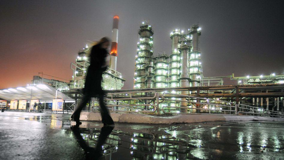 Russische Raffinerie: 44 Prozent des Staatsbudgets sind Einnahmen aus dem Rohölgeschäft