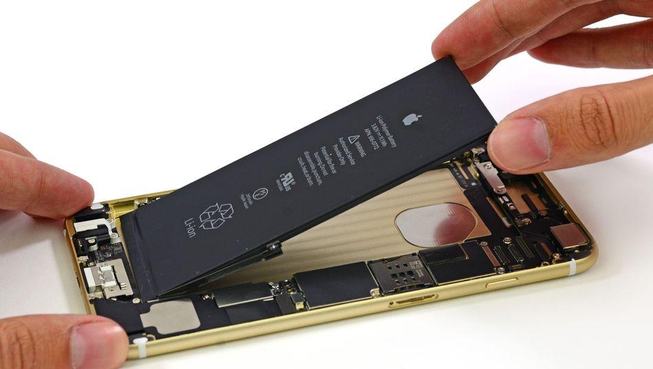 Original-Akku in einem iPhone: Mit der neuen Technik deutlich länger durchhalten