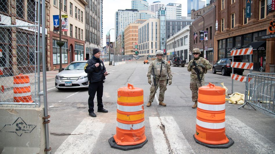 Die Innenstadt von Minneapolis wird von Soldaten der Nationalgarde bewacht