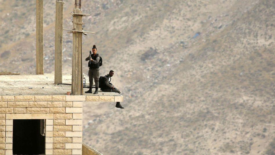 Israelische Grenzschutzpolizisten auf einer Baustelle in Bethlehem (Archivbild)
