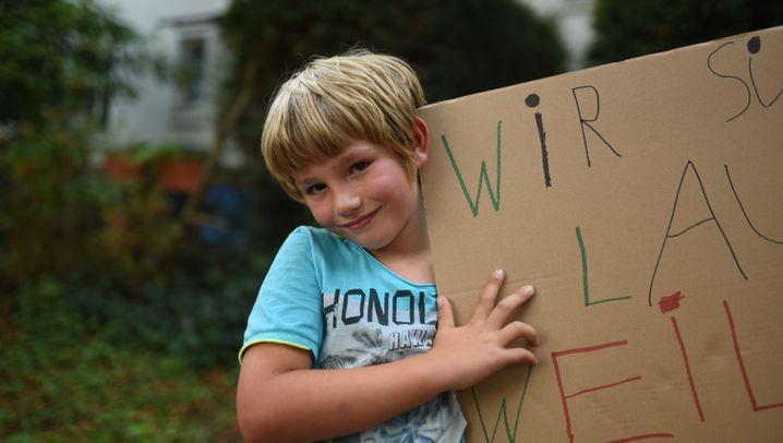 """Siebenjähriger plant Demo: """"Flugmodus an, jetzt bin ich dran!"""""""