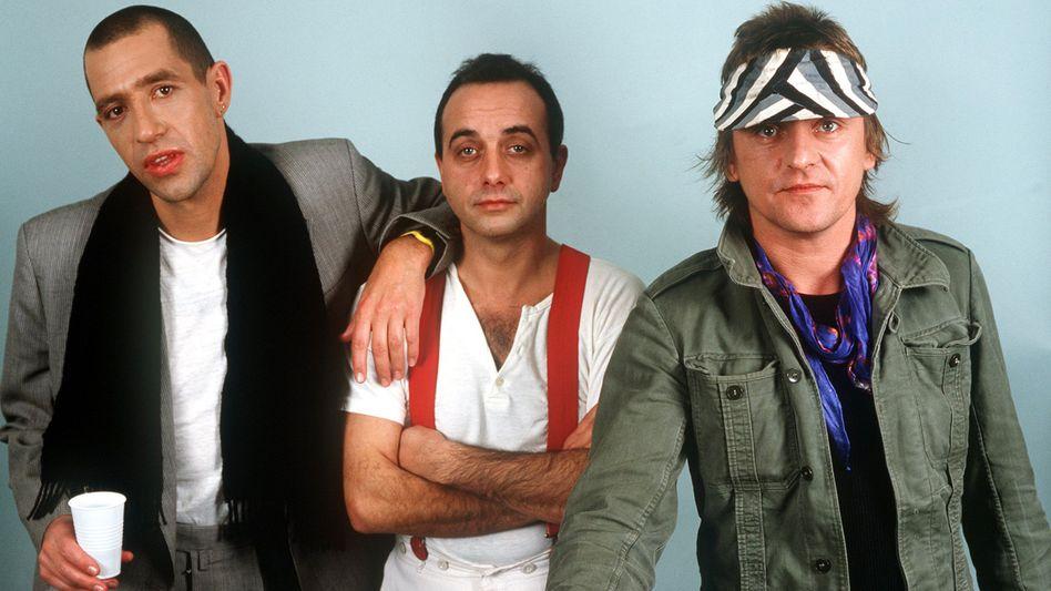 Peter Behrens (M.) mit seinen Trio-Kollegen Stefan Remmler (l.) und Kralle Krawinkel.