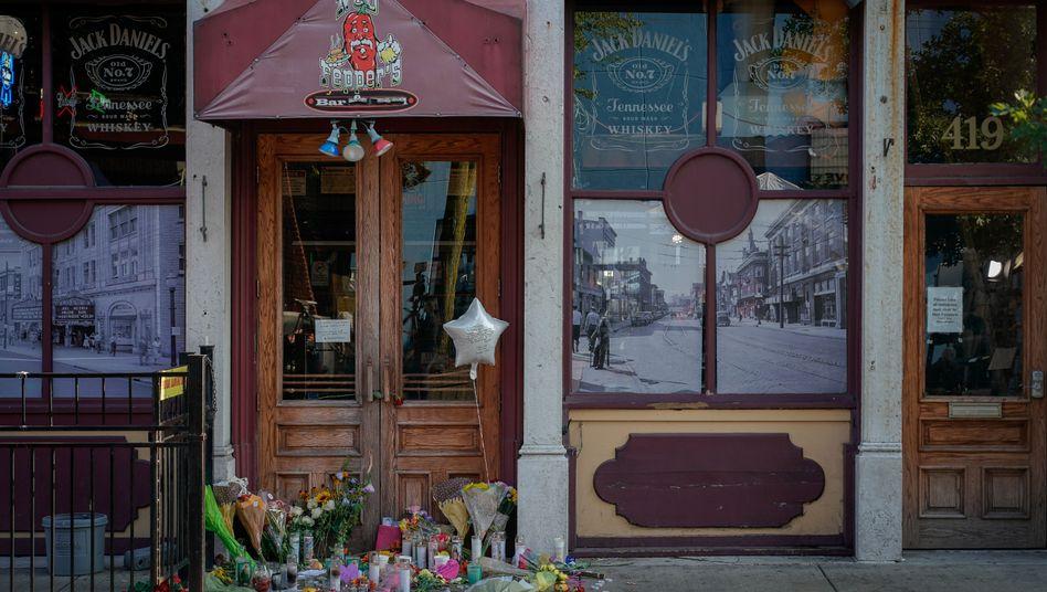 Trauerbekundungen vor der Ned Peppers-Bar in Dayton, Ohio
