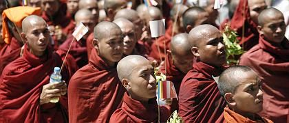 Tens of thousands of monks in Burma have defied government warnings and taken to the streets of Yangon for the eighth consecutive day of protests.