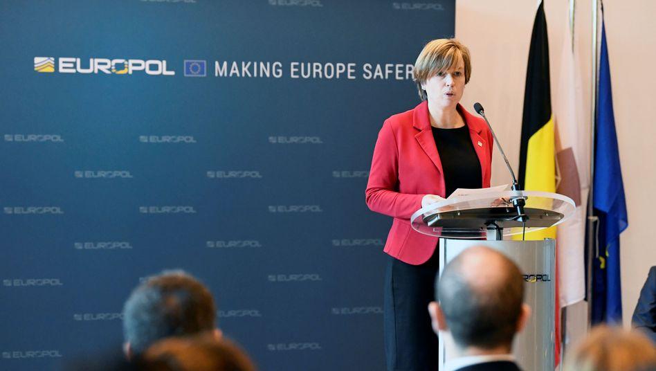 """Europol-Chefin De Bolle: """"Menschen mobilisieren, um tödliche Anschläge im Namen des IS auszuführen"""""""