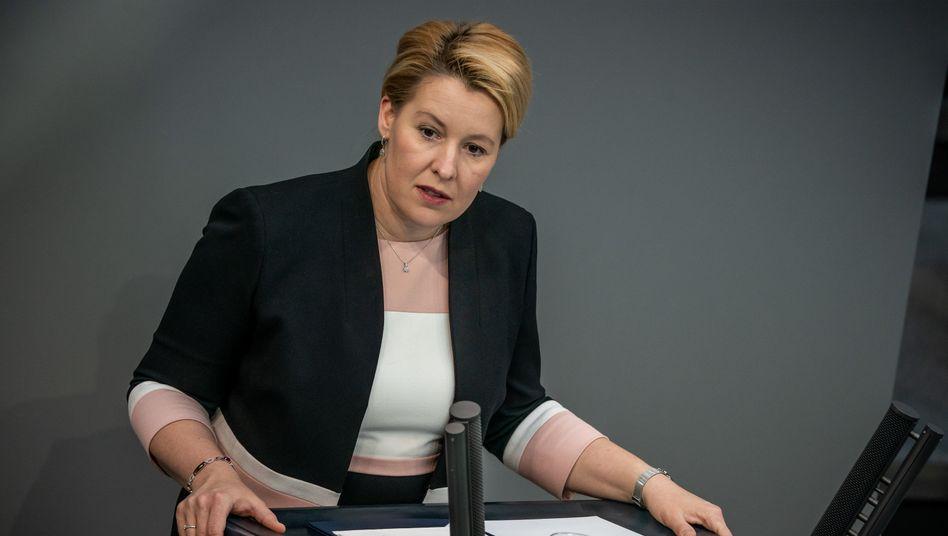 """Familienministerin Franziska Giffey: """"Die Familien erwarten nun zeitnah konkretere Aussagen darüber, wann die nächsten Schritte erfolgen können"""""""