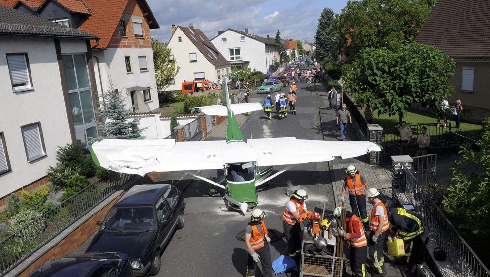 Notlandung: Cessna landet in Wohngebiet
