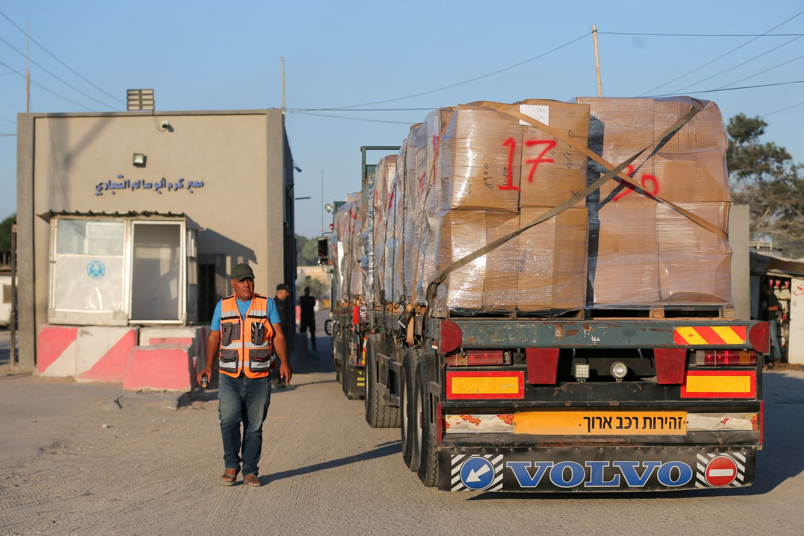 Palestinians in Gaza export clothes