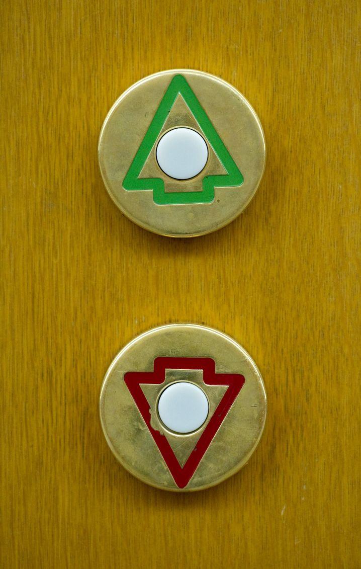 Zu DDR-Zeiten soll Gauck Tausende selbst gebastelter grüner Pfeile an Ampeln montiert haben, um für Toleranz gegenüber Rechtsabbiegern zu werben.