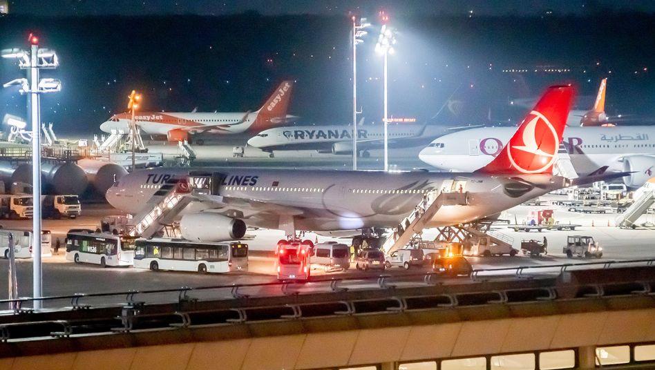 Die Türkei schiebt seit Monaten verstärkt IS-Anhänger nach Deutschland ab (Archivbild vom Flughafen Tegel)
