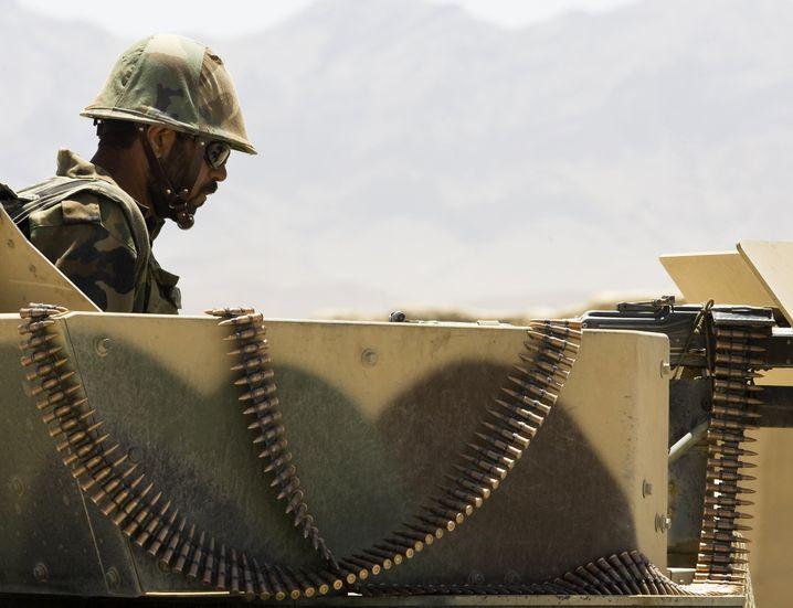 Afghanischer Soldat im Einsatz: Groß angelegte Operation gegen die Taliban