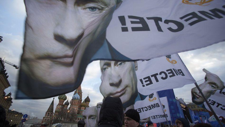 Putin als Zerrbild bei einer Demo in Moskau: Deutsche wünschen sich mehr Zurückhaltung