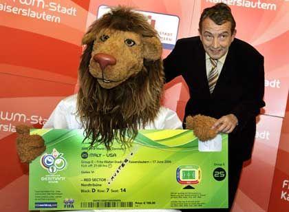 WM-Maskottchen Goleo mit Ticket: Alles rechtens?