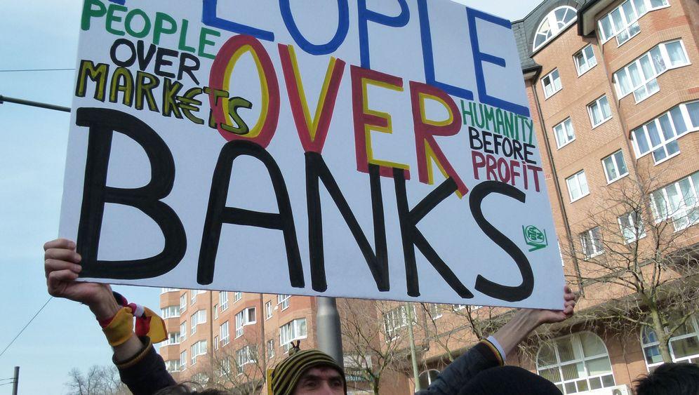 """Friedliche Anti-EZB-Proteste: """"Menschen sind wichtiger als Banken"""""""