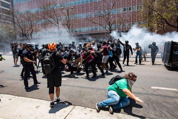 Ausschreitungen während der Proteste in Los Angeles