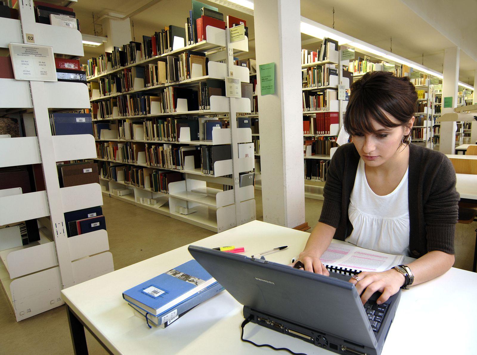 Studentin an der Uni Kassel