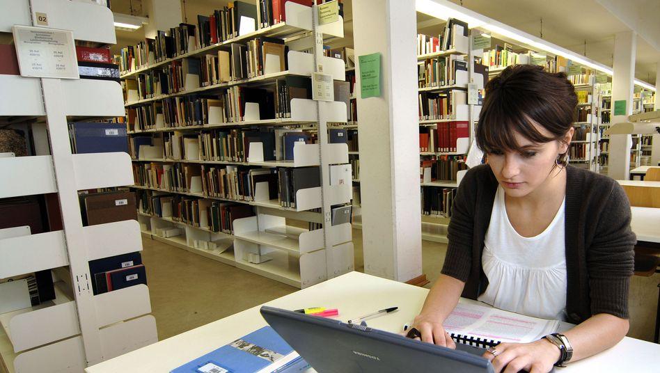 Die konzentrierte Arbeit in der Bibliothek ist für viele Studierende noch immer nicht möglich (Archivbild)
