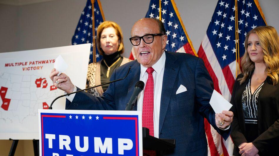 Trump-Anwalt Giuliani bei einer Pressekonferenz im November