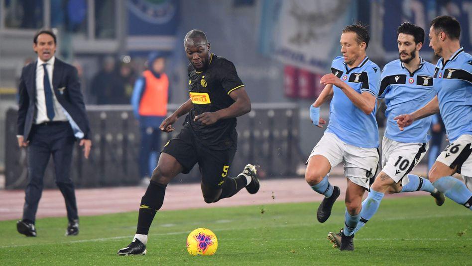 Inters Lukaku wird von drei Lazio-Spielern verfolgt - und am Ende auch gestoppt