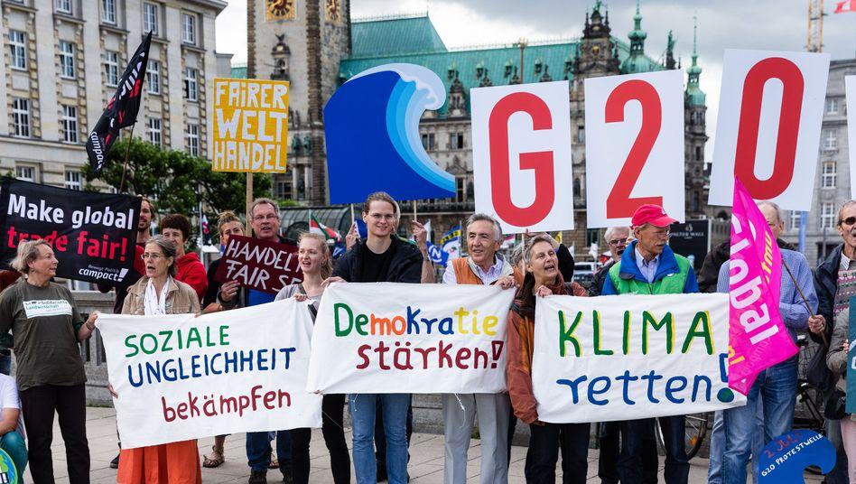 Umweltaktivisten demonstrieren in Hamburg