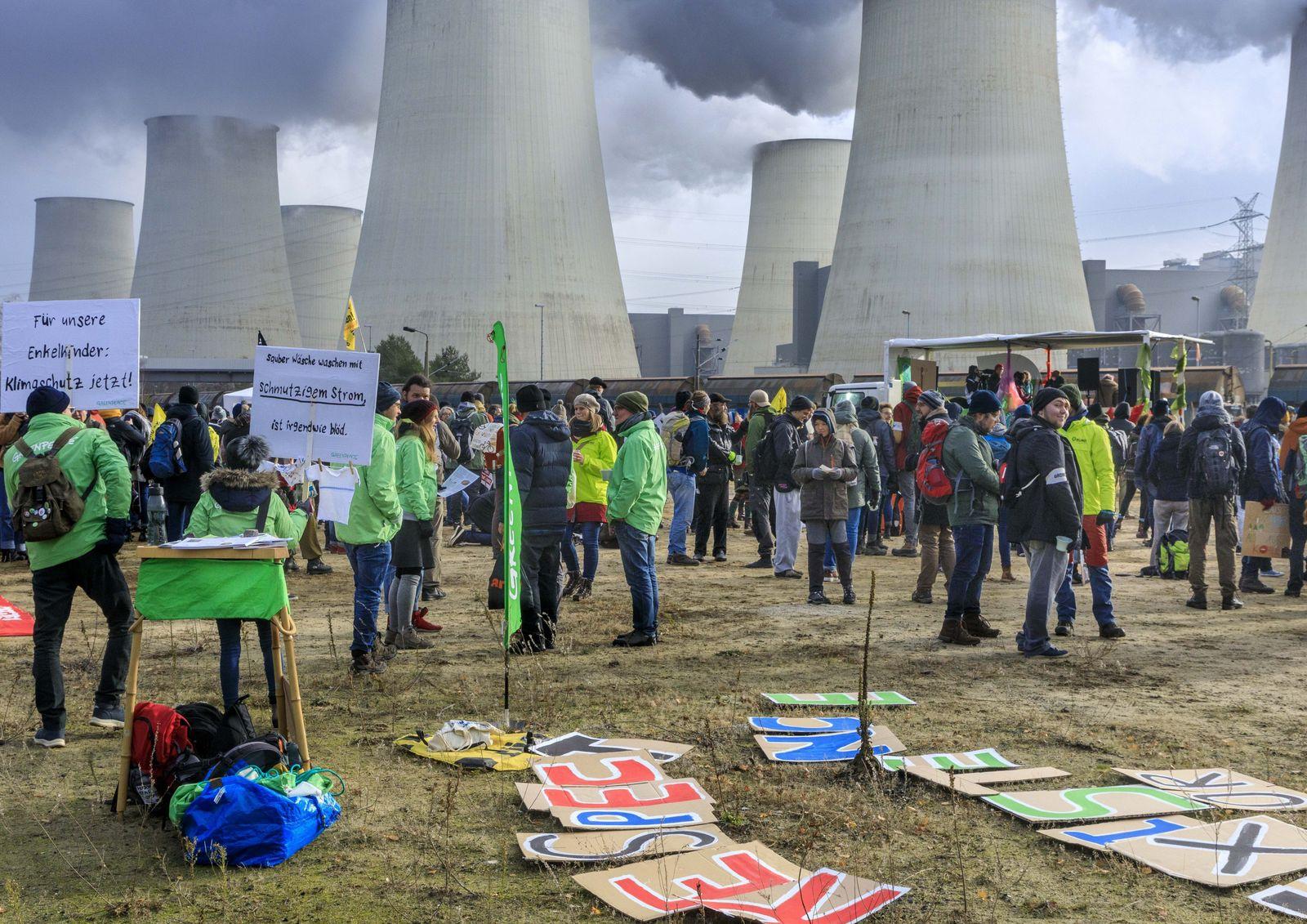 Anti-Kohle-Proteste am Kraftwerk Jänschwalde DEU/Brandenburg /Jänschwalde Anti-Kohle-Proteste am Kraftwerk Jänschwalde