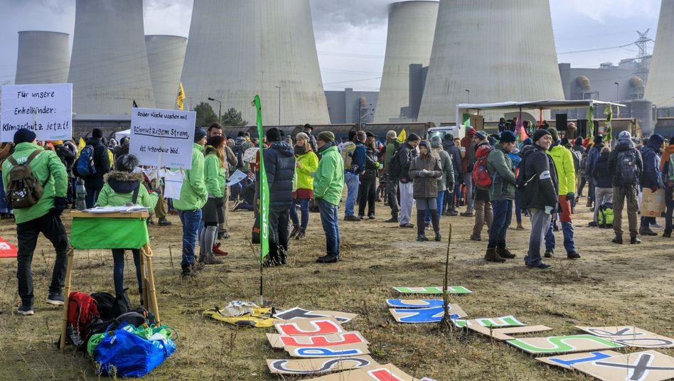 Anti-Kohle-Proteste am Kraftwerk Jänschwalde in Brandenburg (Archivbild): Von einer politischen Problemstellung zu einer moralischen Frage