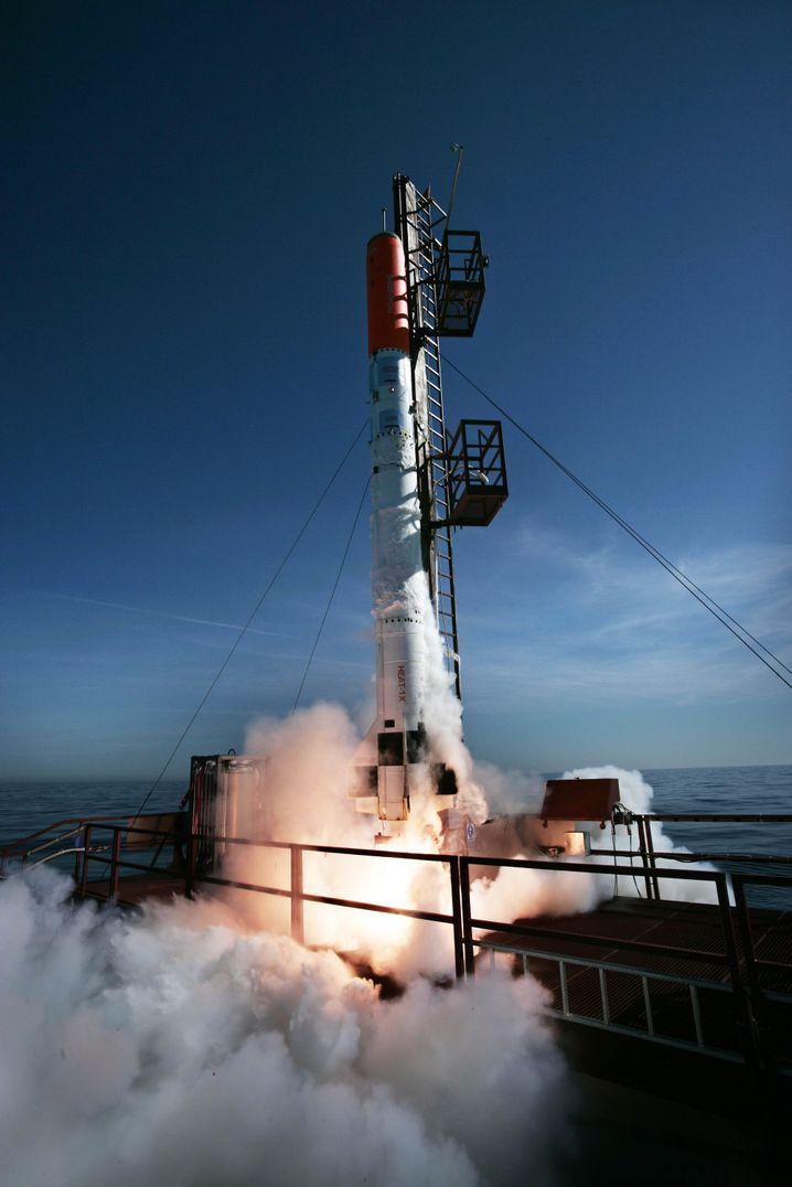 """Test der selbst gebauten Rakete """"Heat-1X"""" (2012)"""