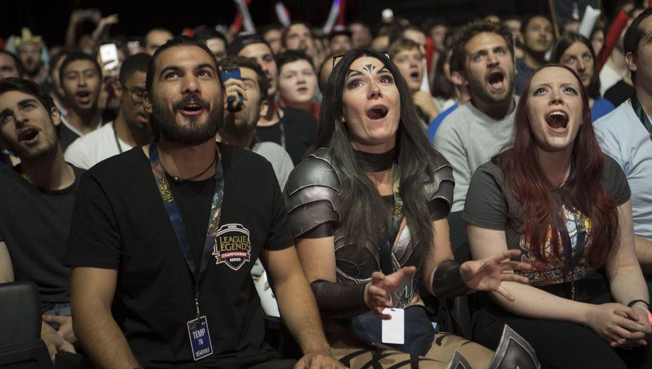 """Fans bei einer """"League of Legends""""-Übertragung"""
