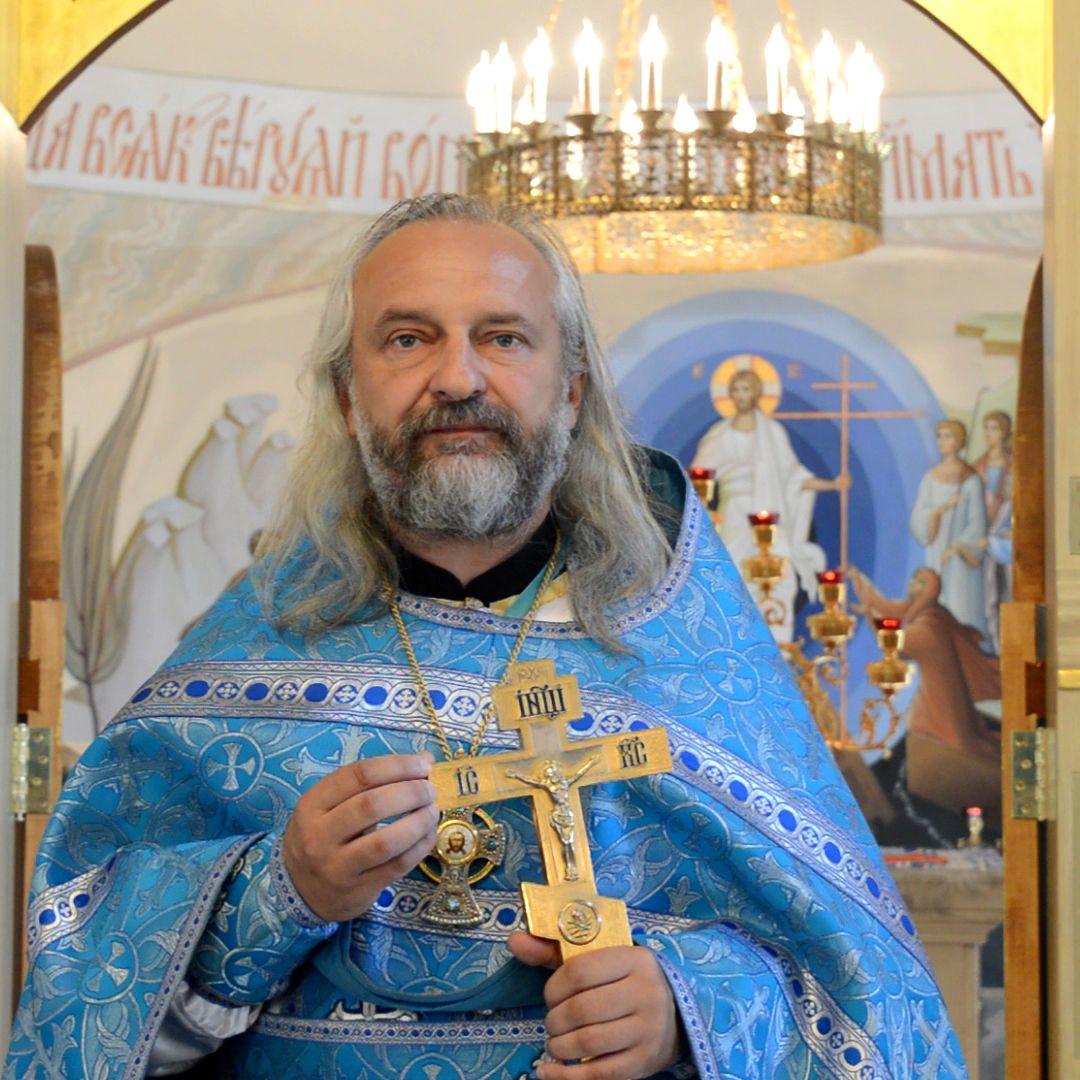 EINMALIGE VERWENDUNG Erzpriester Wjatscheslaw Perewesentsewa
