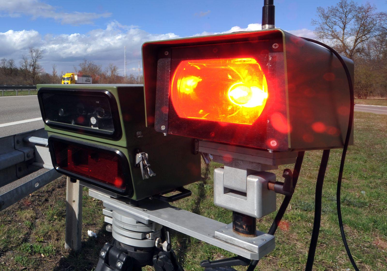Radarfalle / Lasergeschwindigkeitsmessgerät
