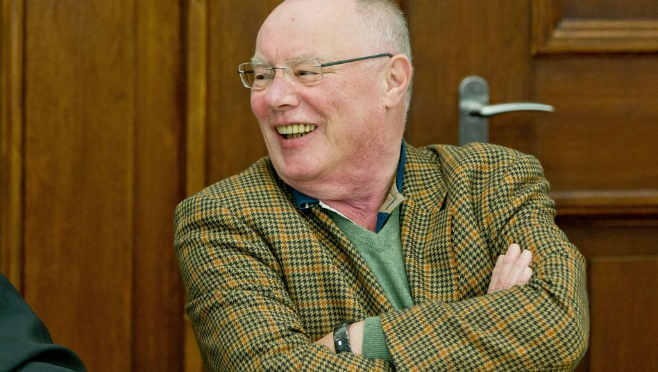 Der frühere AUB-Chef, Wilhelm Schelsky, im Landgerichts Nürnberg-Fürth: 3,2 Millionen Euro von Siemens eingesteckt