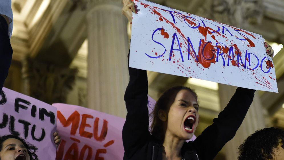 Rio de Janeiro: Aufschrei nach mutmaßlicher Massenvergewaltigung