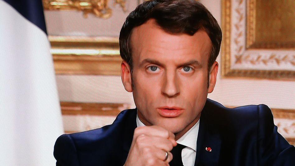 """Frankreichs Präsident Emmanuel Macron: """"Ich bitte Sie, zu Hause zu bleiben, aber ich bitte Sie auch, Ruhe zu bewahren"""""""