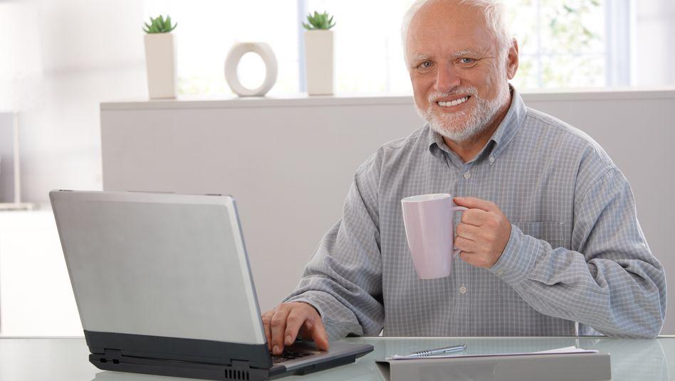 Eines der berühmtesten Bilder von Andras Arato zeigt ihn am Computer