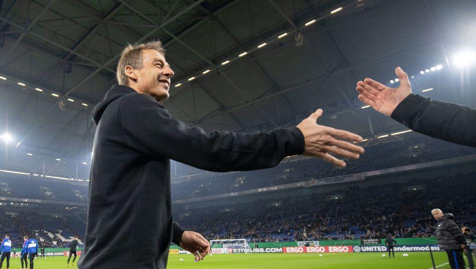 So ganz verabschieden will sich Jürgen Klinsmann bei Hertha BSC nicht