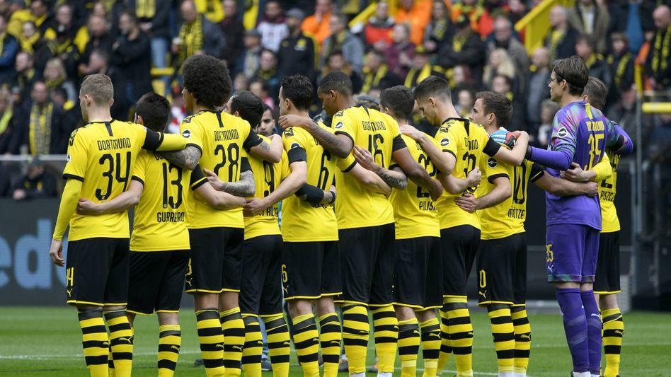 Die Mannschaft von Borussia Dortmund (BVB) vor den eigenen Fans