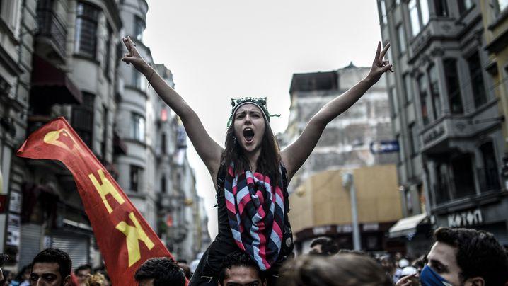Gezi-Park-Jahrestag: Aufmarsch am Taksim-Platz