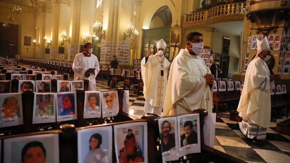 Segnet die Toten: der Erzbischof von Lima