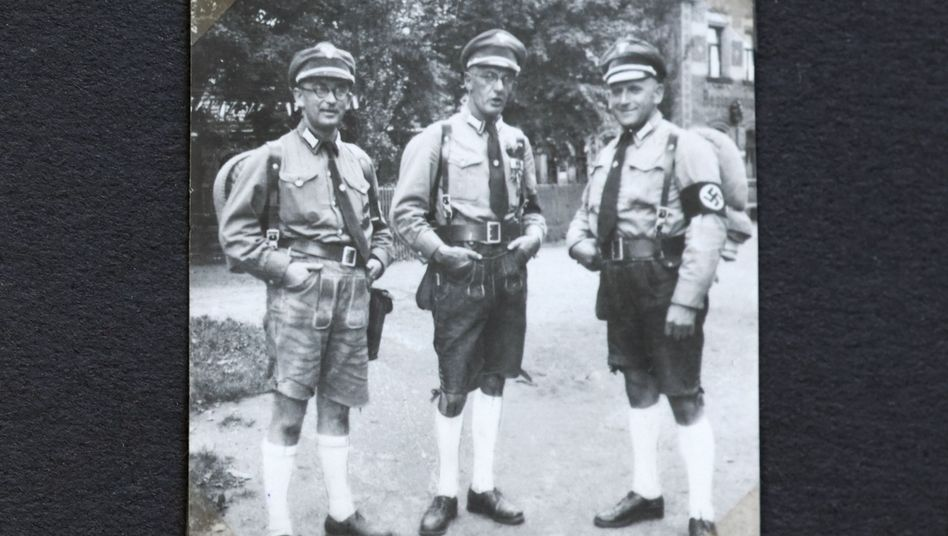 Nationalsozialist Kellner (Mitte) mit Parteigenossen 1934 in Nürnberg