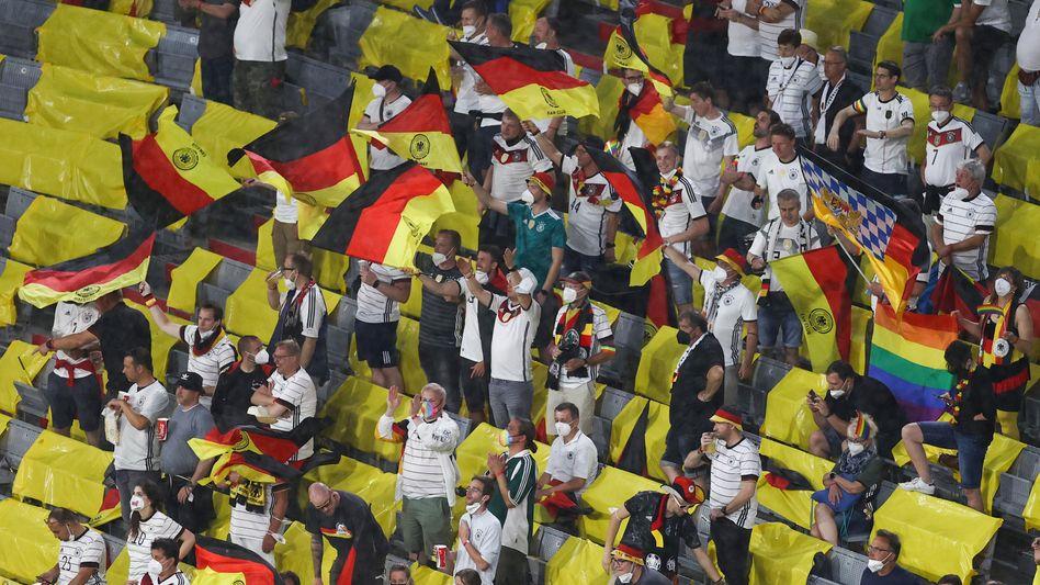 In der EM-Arena in München gilt Maskenpflicht – außer beim Essen und Trinken, doch nicht alle Fans hielten sich daran