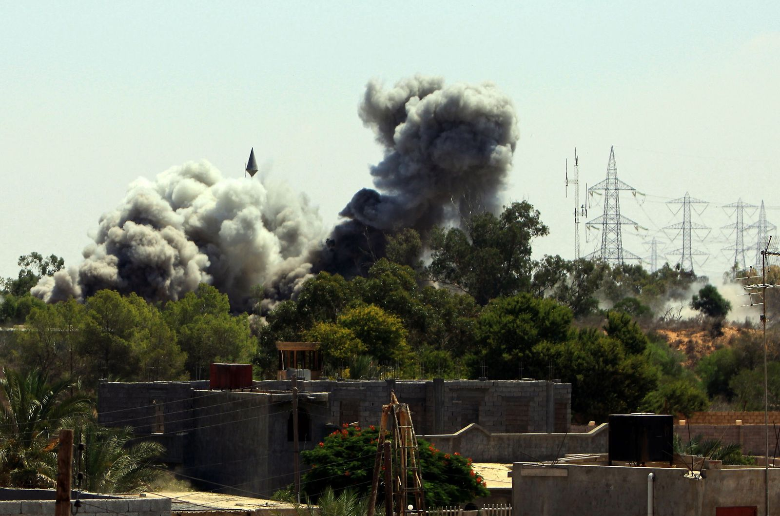 Libyen / Tripolis / Luftangriff