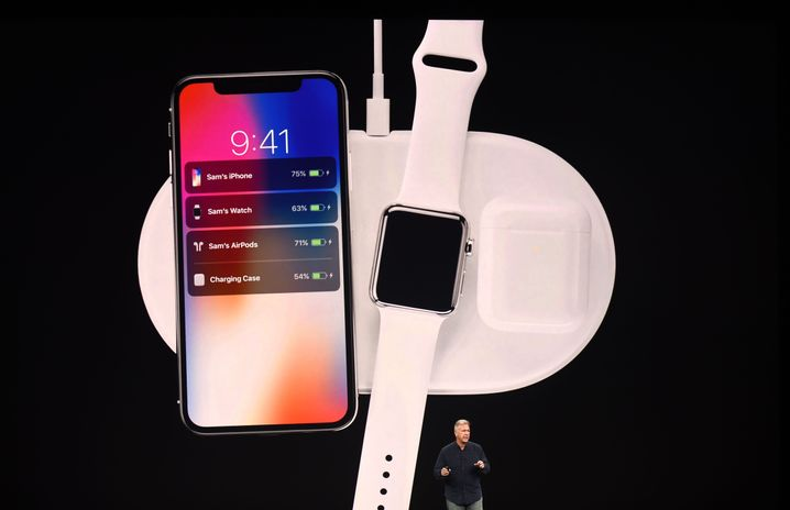 Apple-Manager Philip Schiller präsentiert 2017 die Ladematte AirPower
