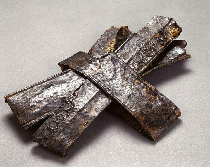 Für kultische Zwecke umgebogene Schwertscheiden aus dem 3. Jahrhundert v. Chr., gefunden in Gournay-sur-Aronde, Frankreich (Musée Vivenel)