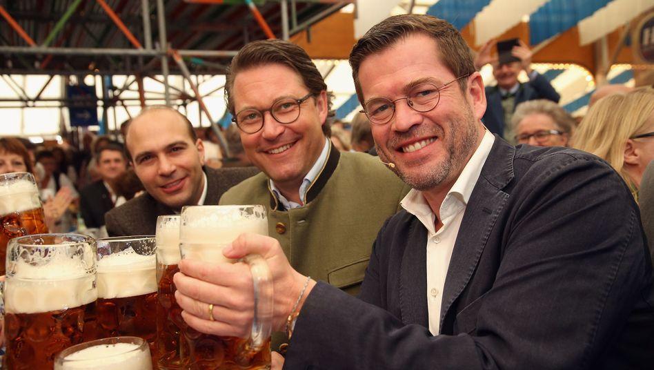 CSU-Generalsekretär Andreas Scheuer, Karl-Theodor zu Guttenberg (r.)
