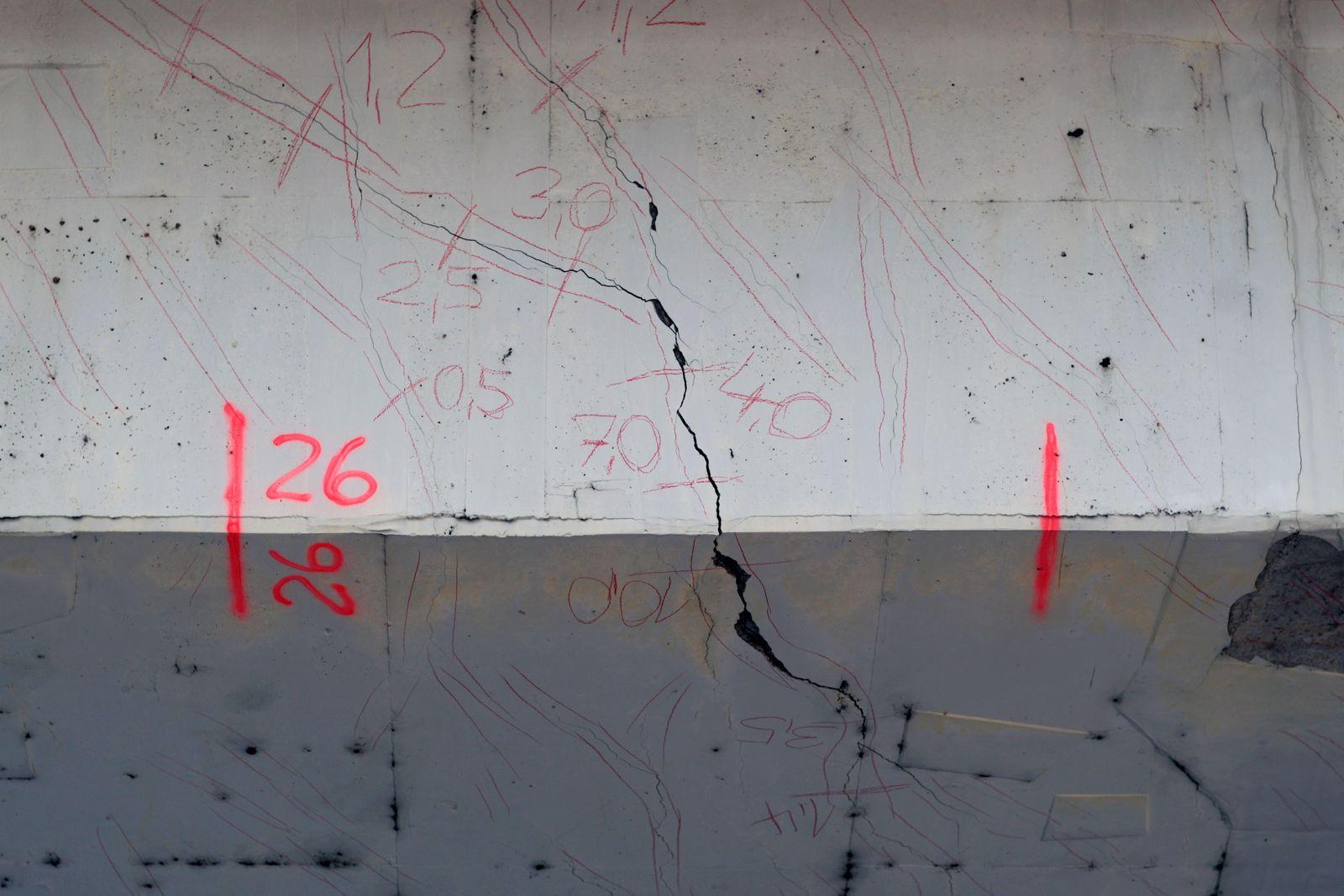 EINMALIGE VERWENDUNG SPIEGEL PLUS 41/2016 S. 26 Ruine Deutschland Schiersteiner Brücke